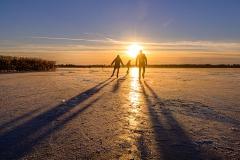 lange schaduwen op het ijs