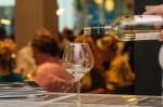 wijn-schenken-in-glas