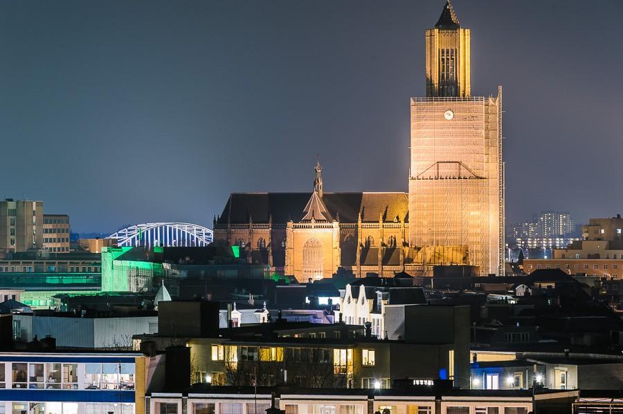 nachtfoto Arnhem met de Eusebius en de brug