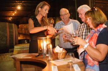 wijnproeverij in de kelder